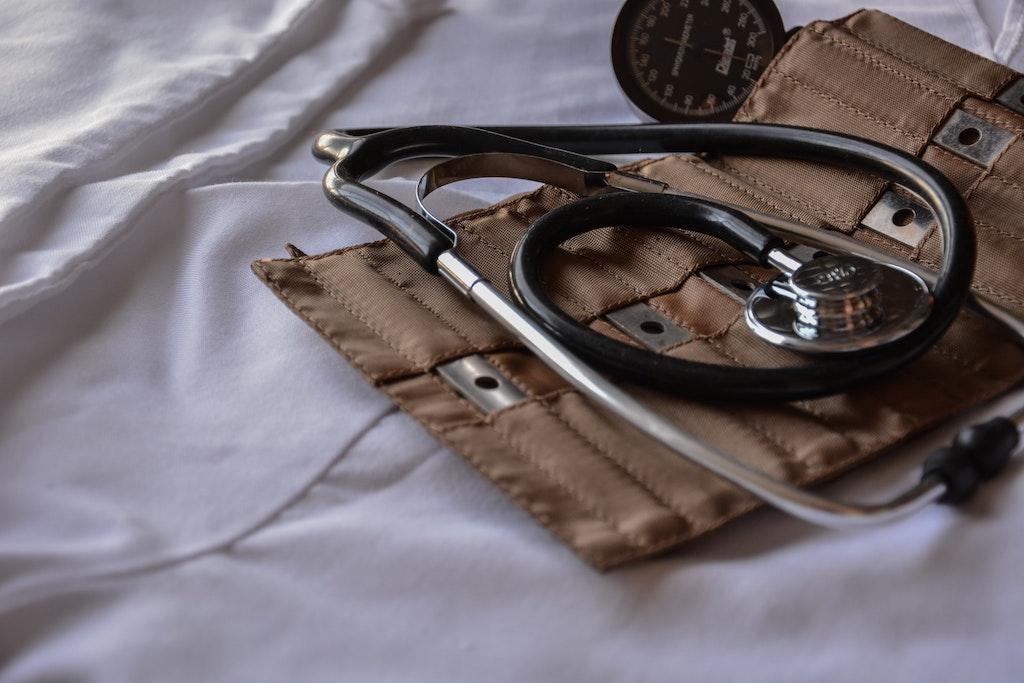 stethoscope lying on bed, legal ketamine clinics