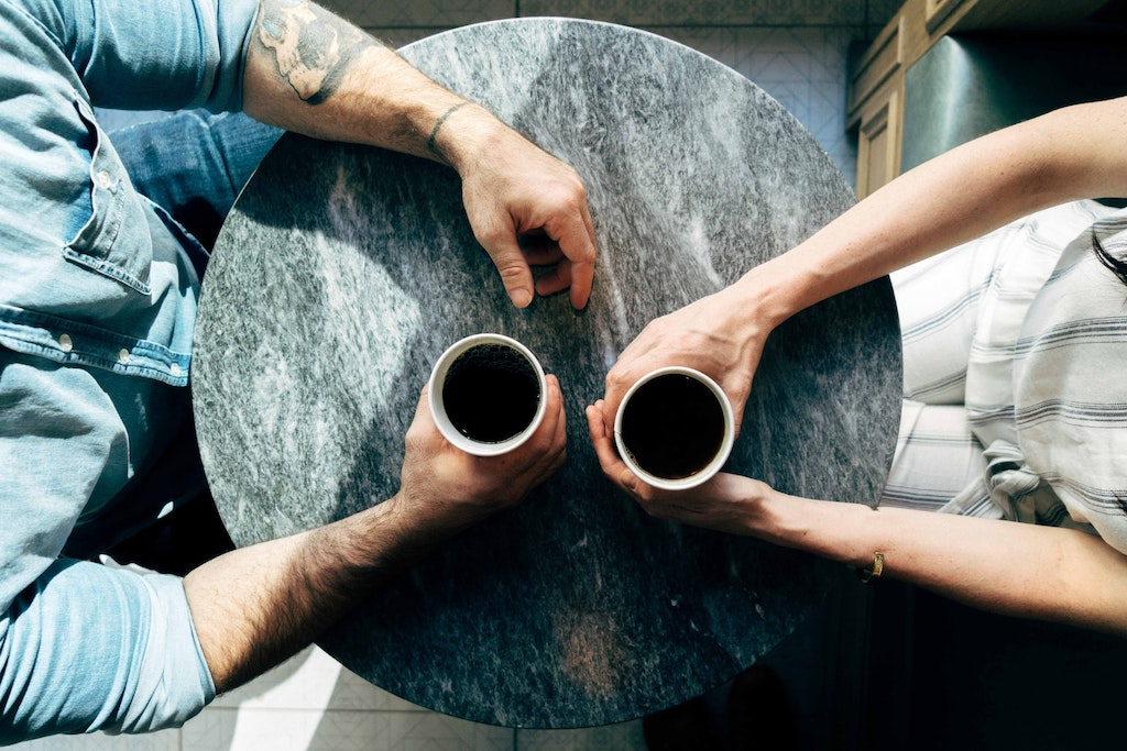 man and woman having coffee, psychedelic assisted therapy vs integration